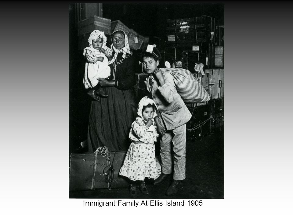 Immigrant Family At Ellis Island 1905