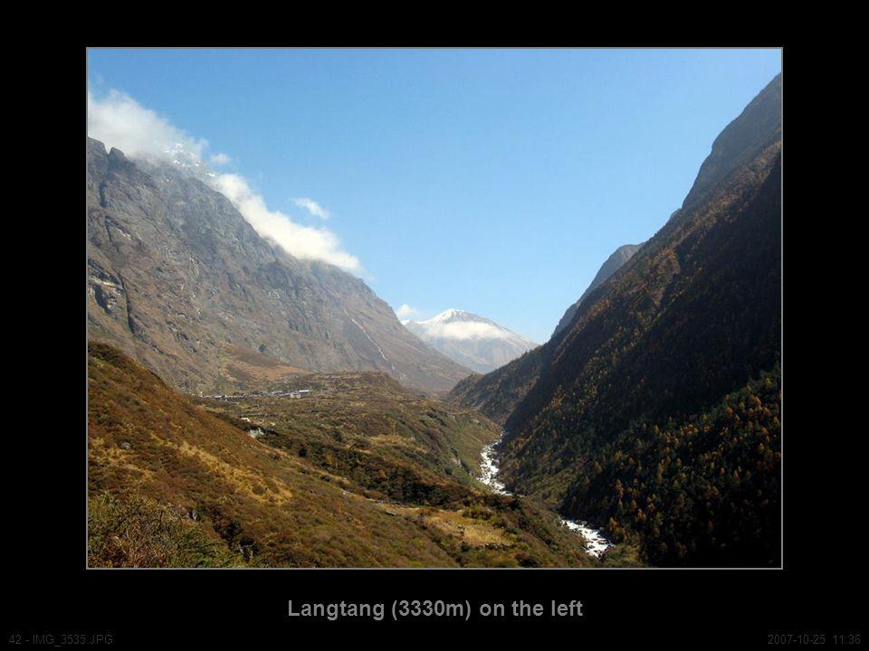 Langtang (3330m) on the left 42 - IMG_3535.JPG2007-10-25 11:36