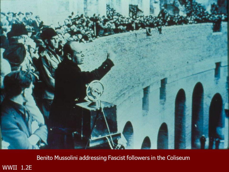 WWII 1.2E Benito Mussolini addressing Fascist followers in the Coliseum