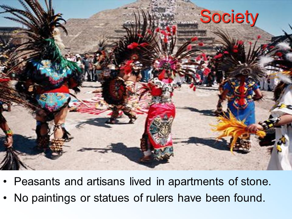 Society 4 level society Elites/priests Warriors Craftsmen Peasants Elite families lived in separate housing compounds.