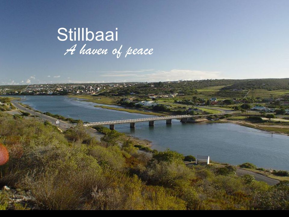 This 640 square meter home is nestled on a north facing slopes of Stillbaai.