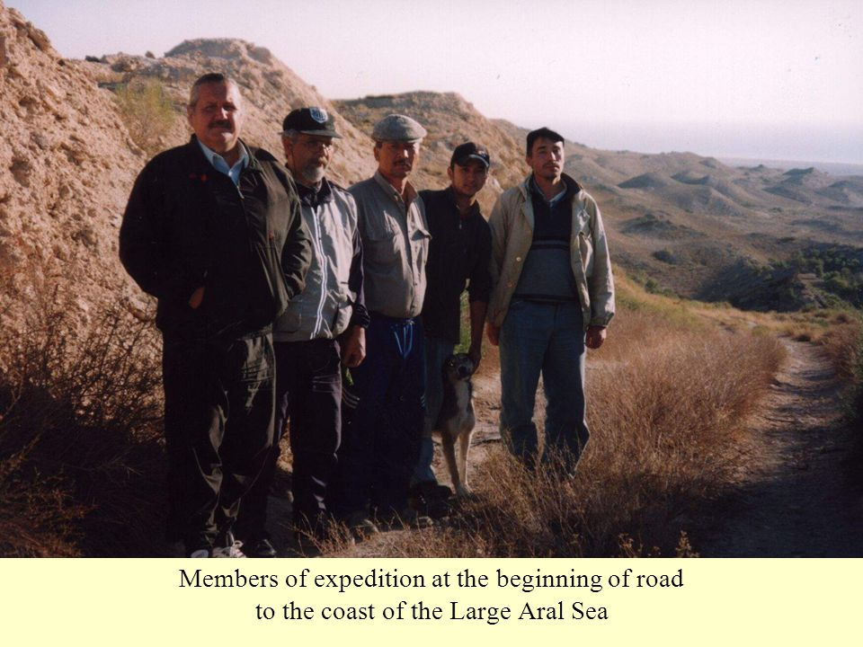 Members of expedition at the beginning of road to the coast of the Large Aral Sea