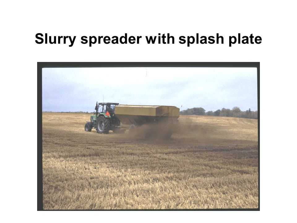 Slurry spreader with splash plate