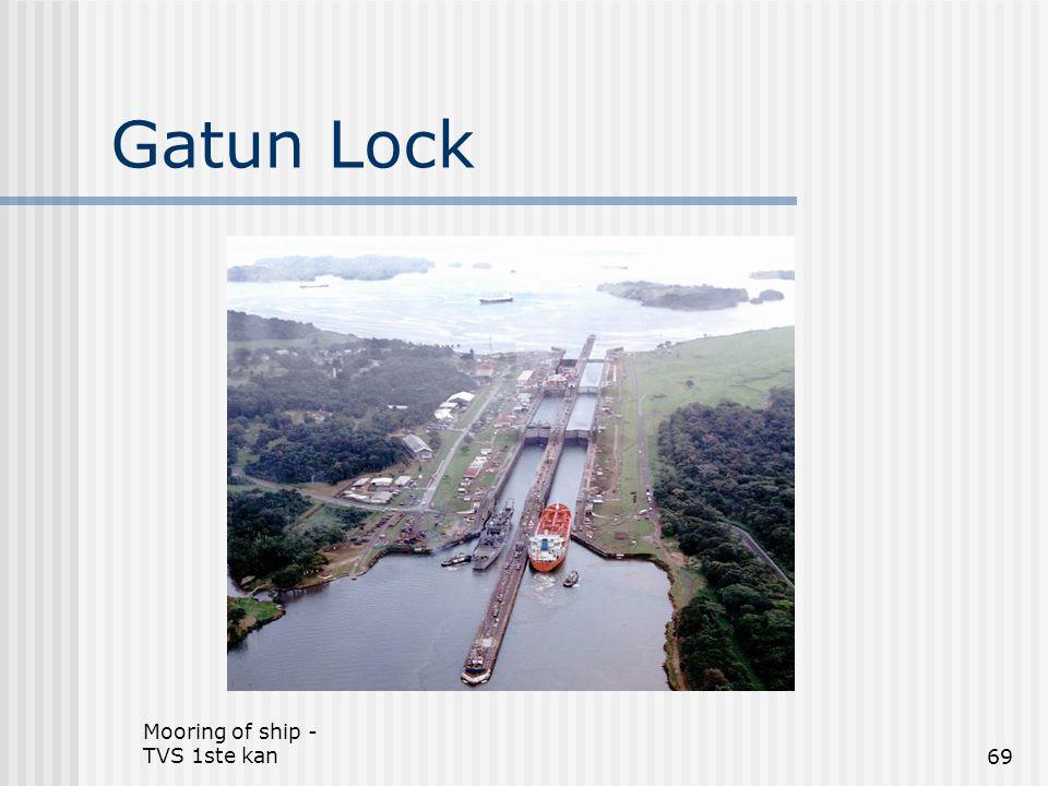 Mooring of ship - TVS 1ste kan69 Gatun Lock