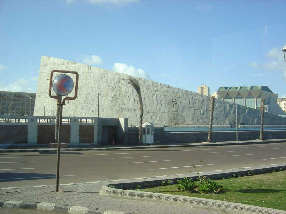 Alamlek Palace in Montazah Park