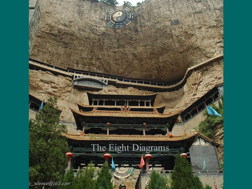 Inside the temple, there is an 11-meter high statue of Jiezitui, dozens of reliefs on the cave walls and columns vividly depict Jiezitui's life.