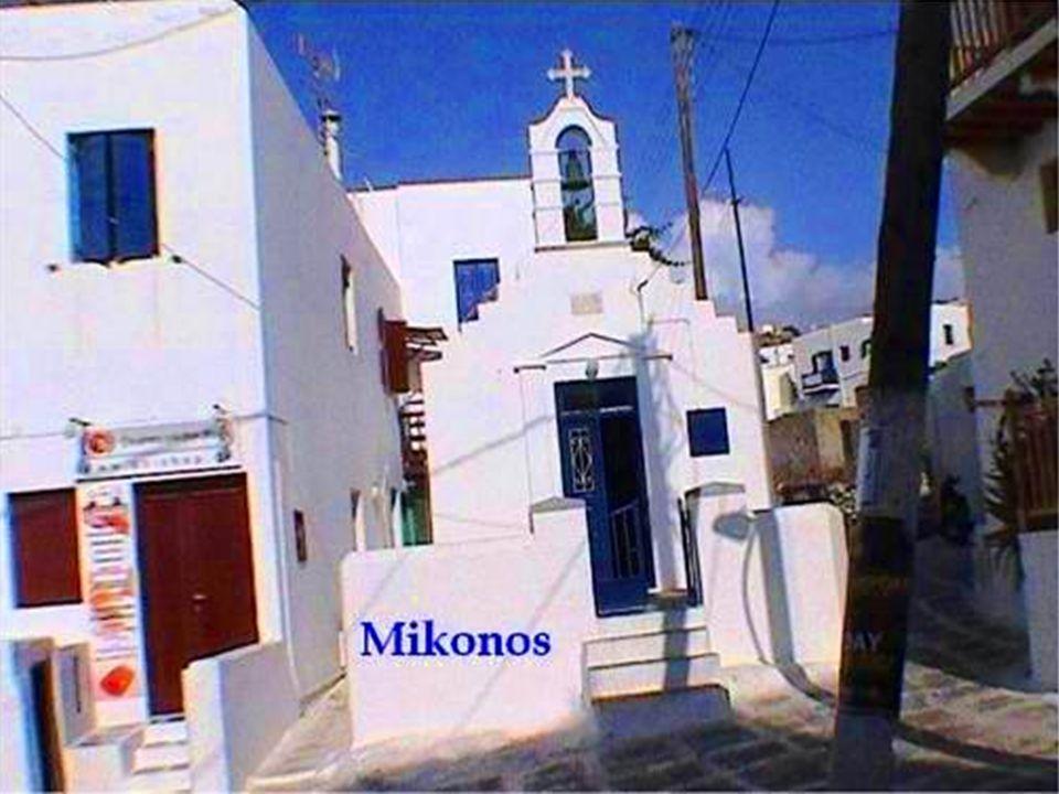 El pueblo tiene un pequeño museo arqueológico, otro folklórico y el museo naval.