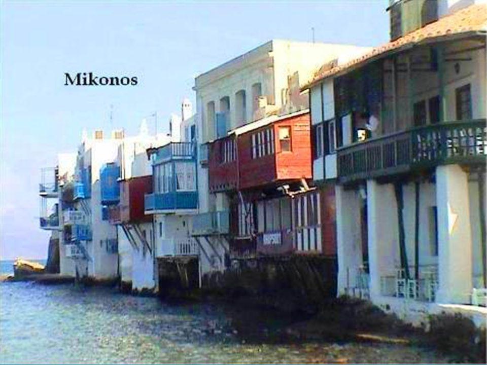 En la parte baja se encuentra la llamada pequeña Venecia de Mykonos.