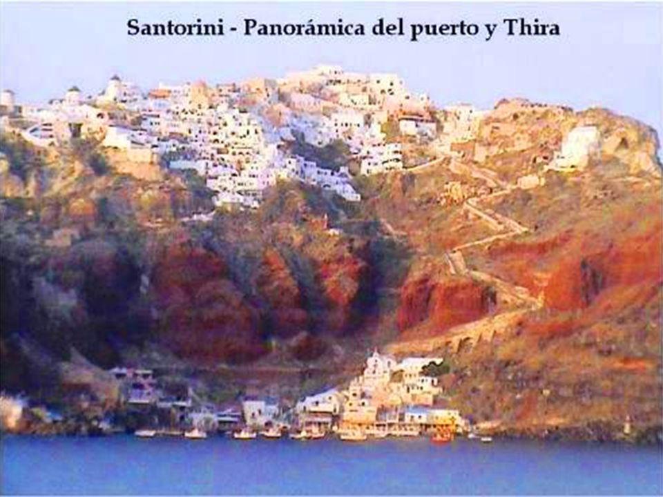 Thira, la capital, es quizás el pueblo más bello y singular del Egeo.