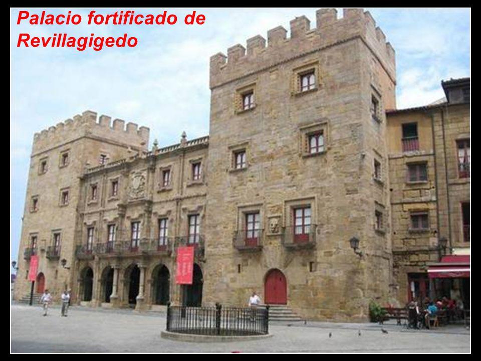 El palacio fortificado de Revillagigedo fue construido entre 1704 y 1721 por iniciativa de Carlos Miguel Ramírez de Jove, primer marqués de San Esteban del Mar del Natahoyo (título otorgado por Felipe V en 1707), partiendo de una torre familiar, probablemente construida en las postrimerías de la Edad Media, a la que se le añadió la torre de la derecha, a imitación de la primitiva, y un cuerpo central dispuesto entre ambas.