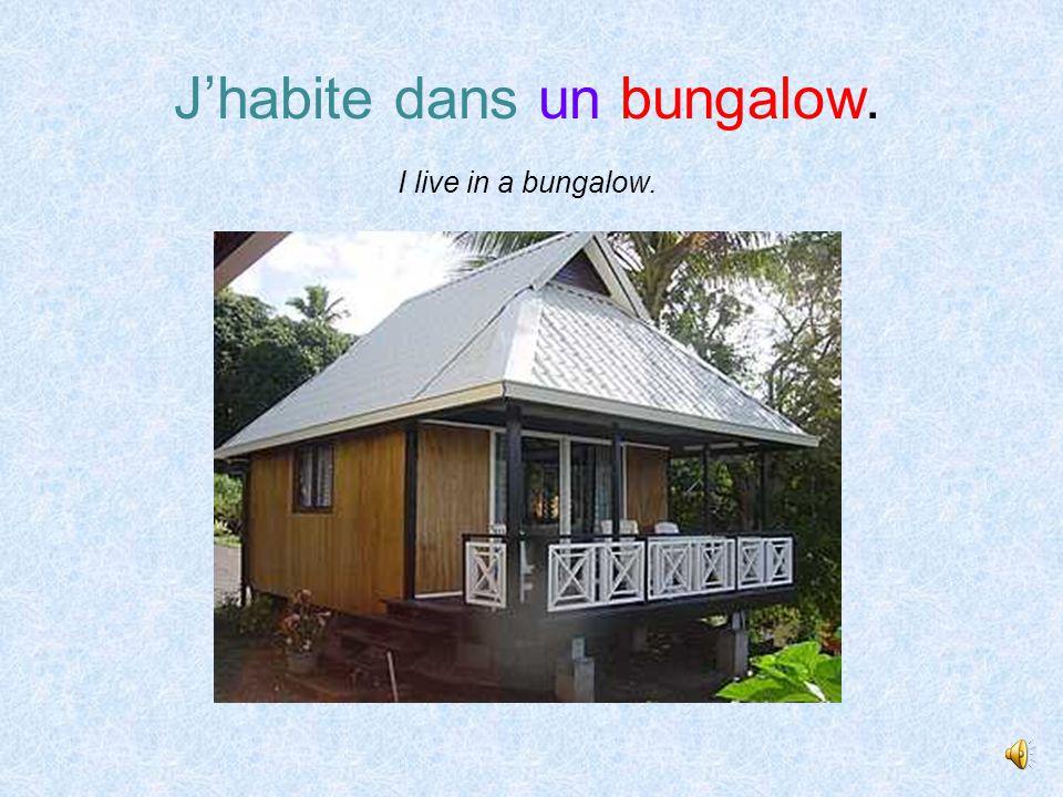 J' habite dans une petite case. I live in a small cabin or hut.