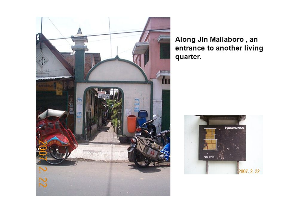 Along Jln Maliaboro, an entrance to another living quarter.