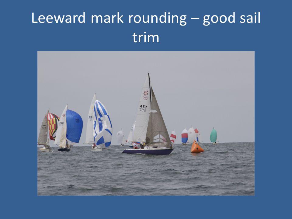 Leeward mark rounding – good sail trim