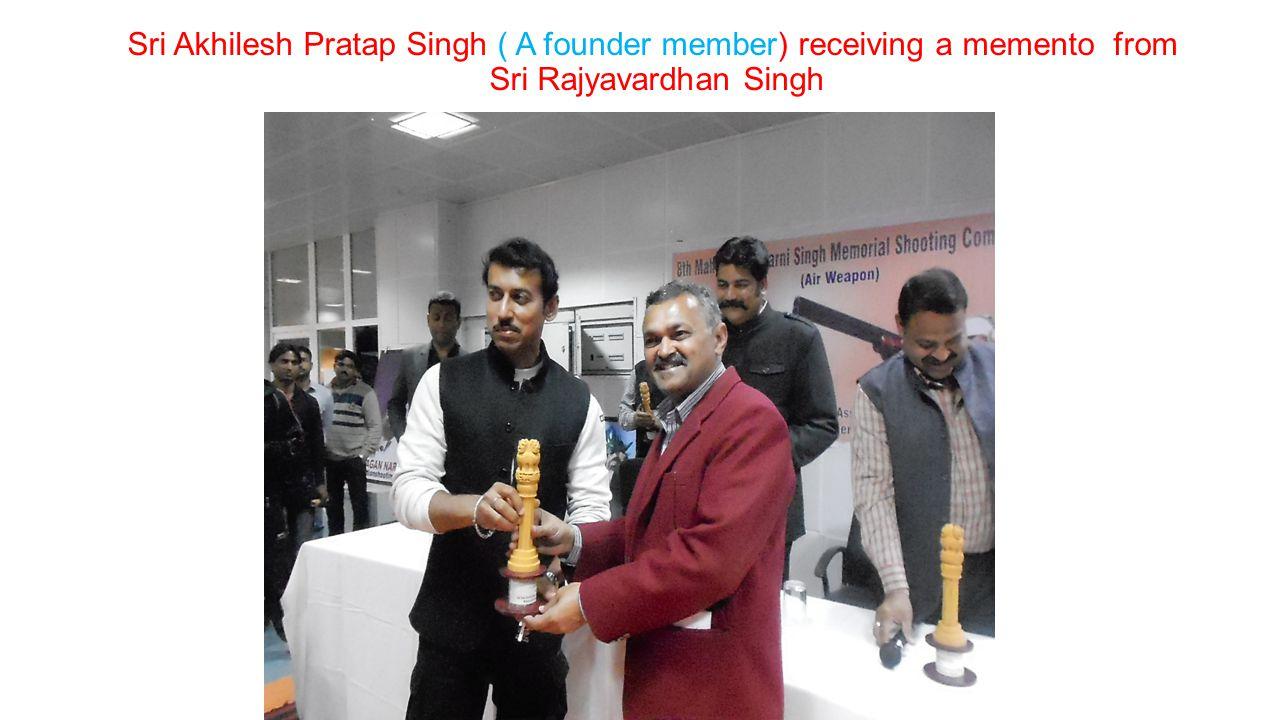 Sri Akhilesh Pratap Singh ( A founder member) receiving a memento from Sri Rajyavardhan Singh