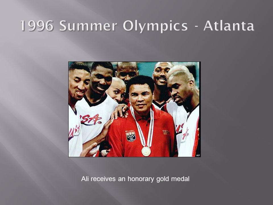 Ali receives an honorary gold medal