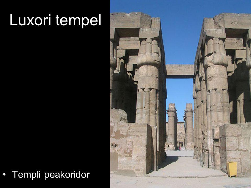 Luxori tempel Templi peakoridor
