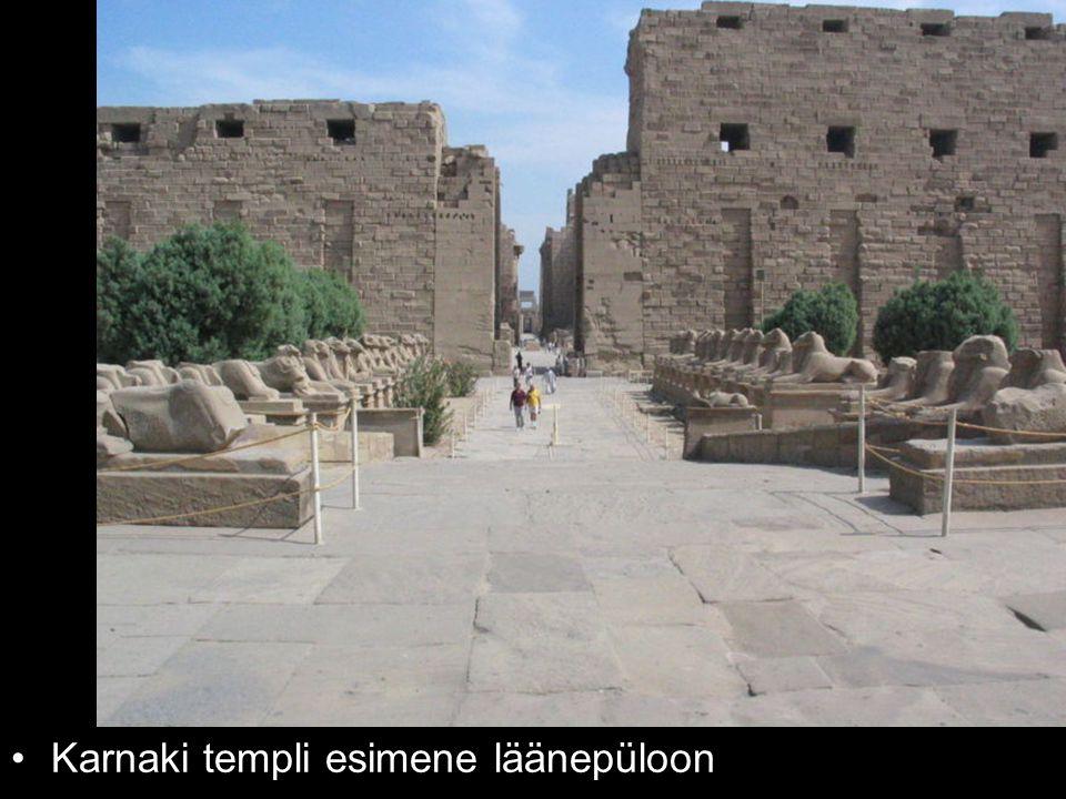 Karnaki templi esimene läänepüloon