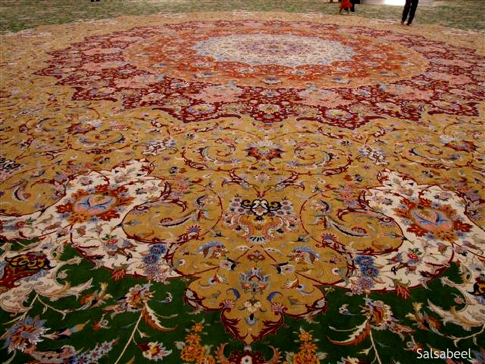 The world s largest carpet, made by Iran s Carpet Company, measures 5,627 square meters, and was made by about 1,200 weavers, 20 technicians, and 30 workers.