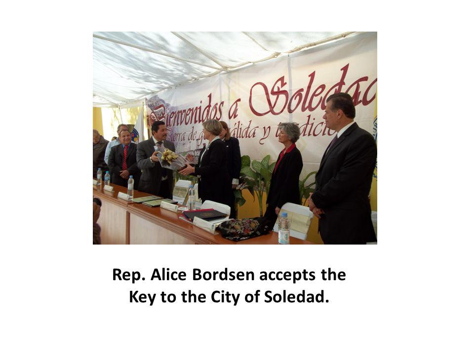 Rep. Alice Bordsen accepts the Key to the City of Soledad.