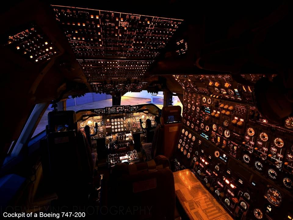 Cockpit of a Boeing 747-200