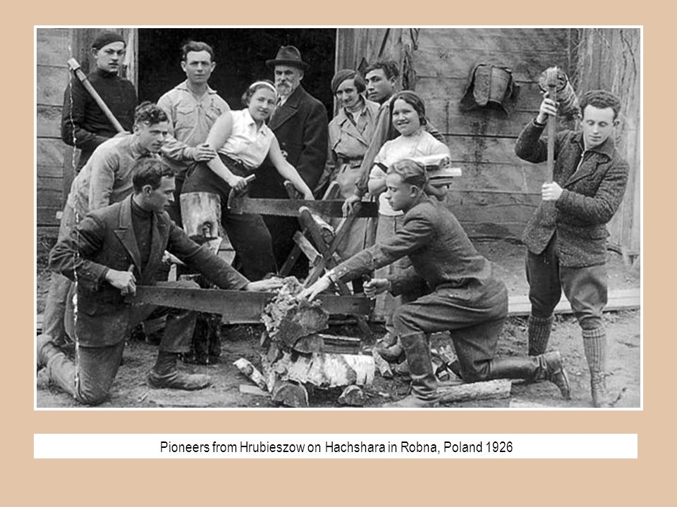 Pioneers from Hrubieszow on Hachshara in Robna, Poland 1926