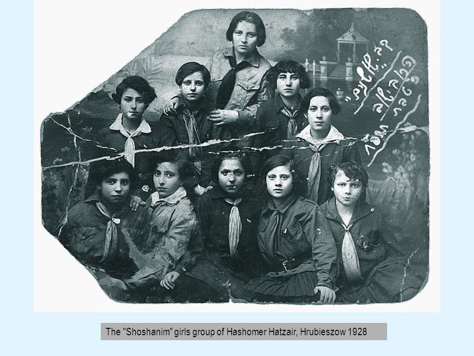 Yehudah Hofman, member of the Reuven group, holding Yiddish newspaper, Hrubieszow 1928