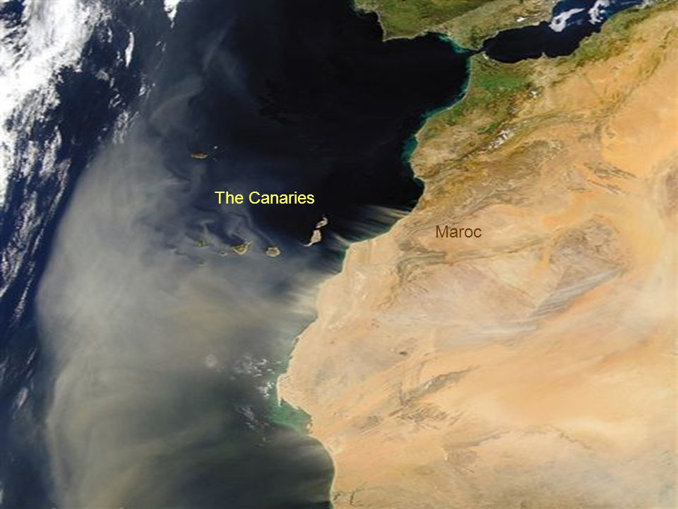 South of the Ibéric Peninsula, a sandstorm leaves North Africa.