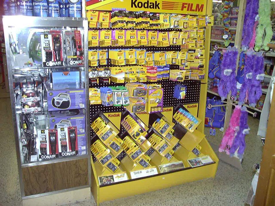 ARRANGEMENTS ZIG-ZAG: –Merchandise is not built directly to the top of the display.
