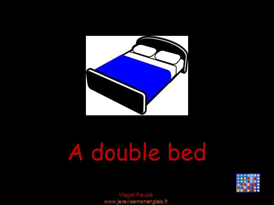 Magali Pauzié www.jerevisemonanglais.fr A double bed