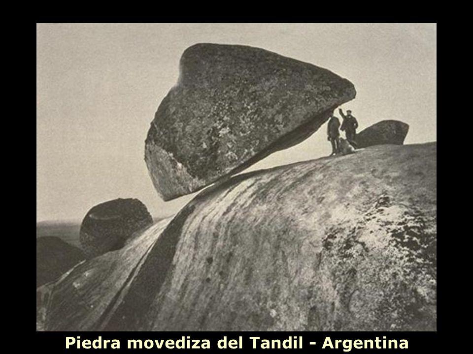 Piedra movediza del Tandil - Argentina