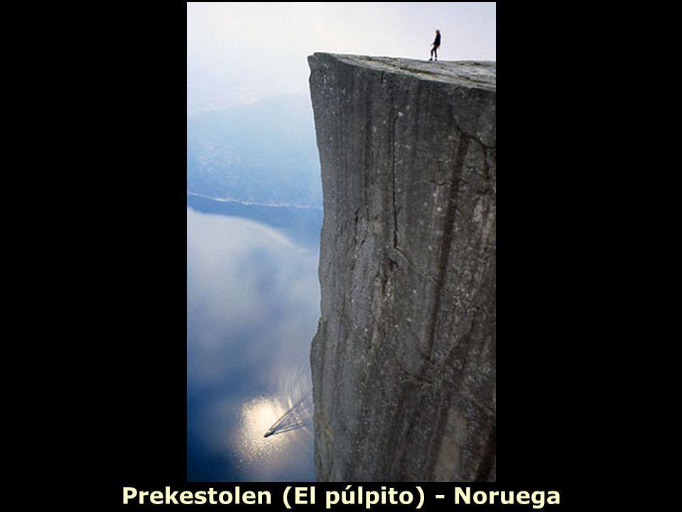 Prekestolen (El púlpito) - Noruega