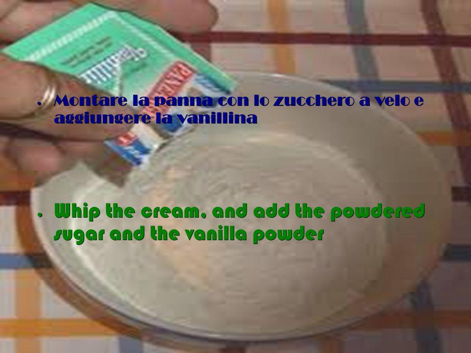 ● Sciogliere la colla di pesce con un cucchiaio di panna,mescolare il composto ● Melt the isinglass with a spoonful of whipped cream,mix the mixture