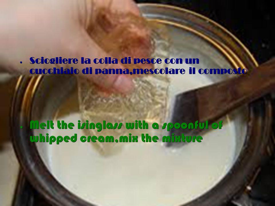 ● Aggiungere il philadelphia,mescolare insieme tutti gli ingredienti ● Add Philadelphia cheese and mix the ingredients