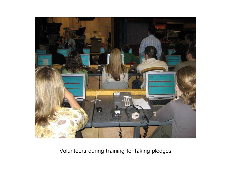 Volunteers during training for taking pledges