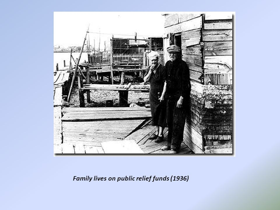 Family lives on public relief funds (1936)