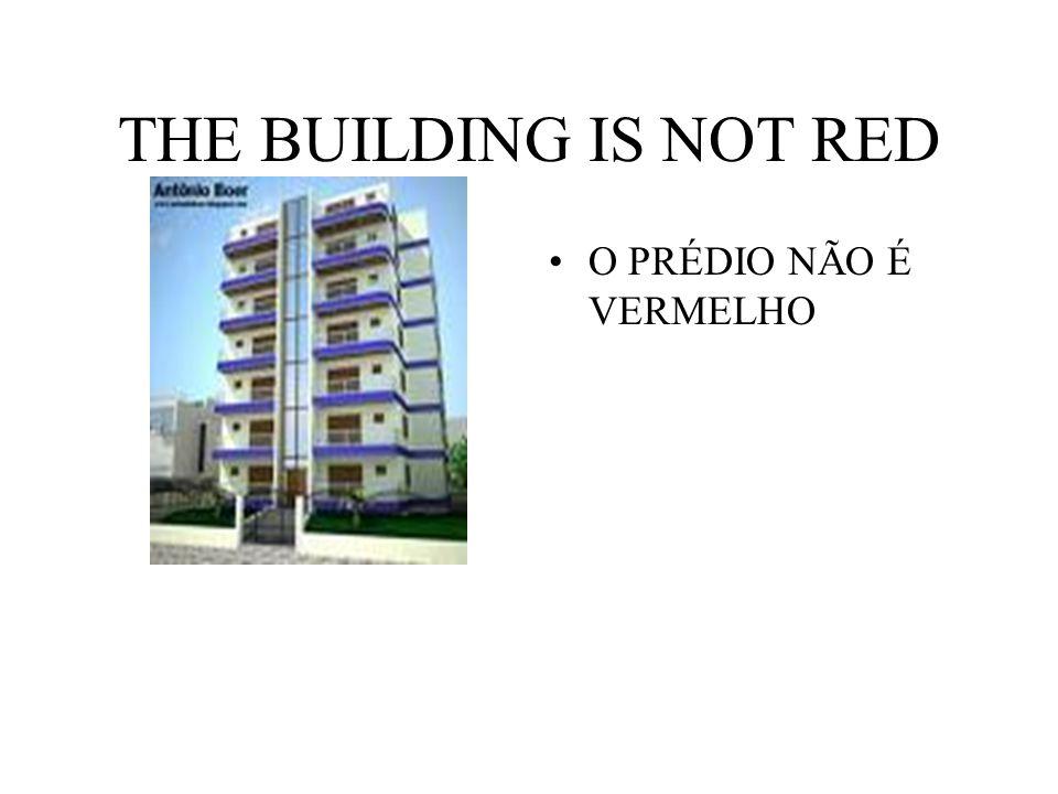 THE BUILDING IS NOT RED O PRÉDIO NÃO É VERMELHO