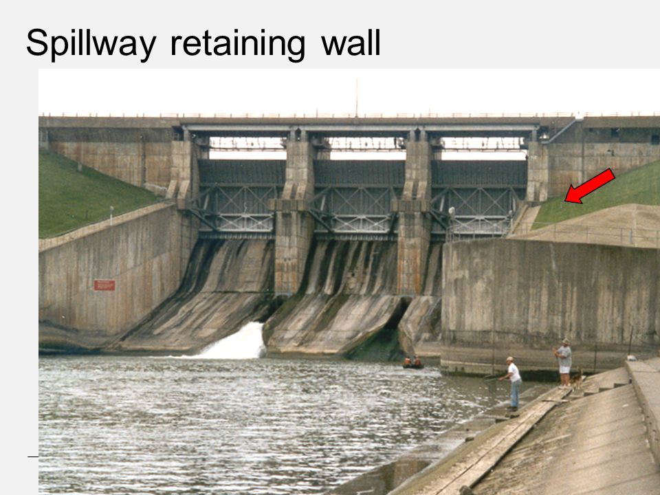 Spillway retaining wall