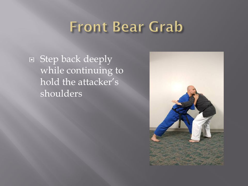  Step back deeply while continuing to hold the attacker's shoulders