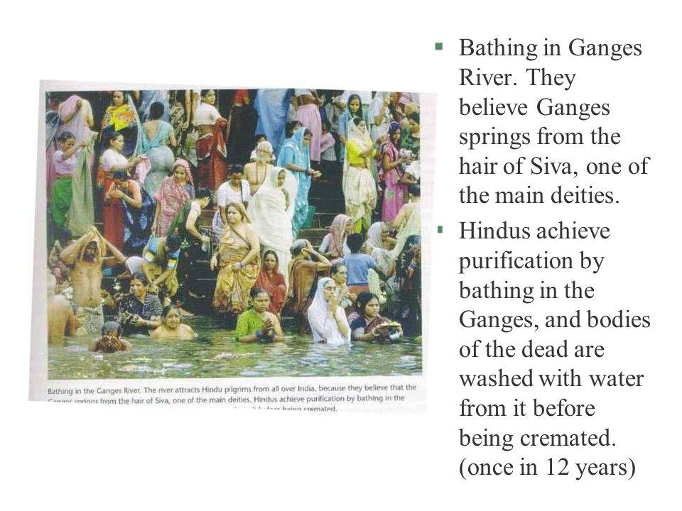 §Bathing in Ganges River.