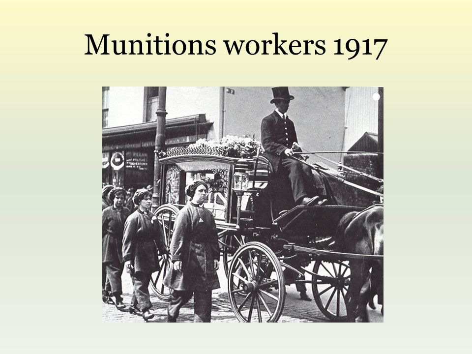 Munitions workers 1917