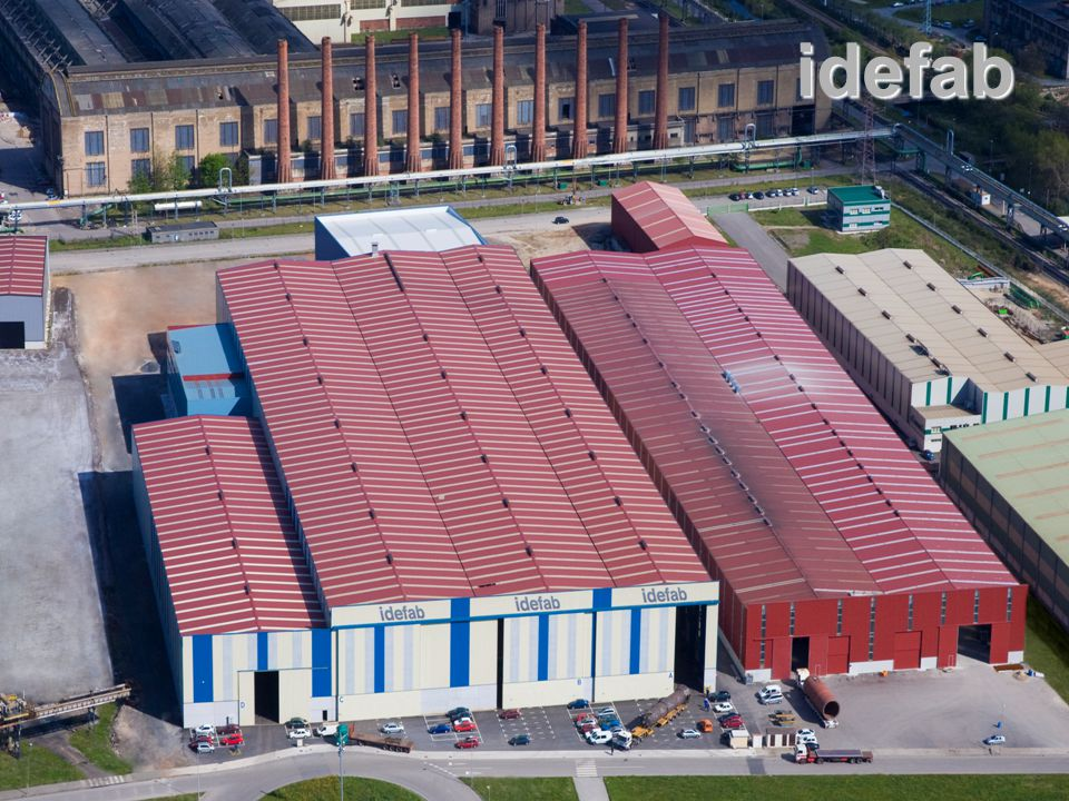 IDEFAB DATA 30.000 m 2 total surface 30.000 m 2 total surface 4 bays, 30 x 220 ; 30 x 220 ; 30 x 110 ; 20 x 220 m (W x L) 4 bays, 30 x 220 ; 30 x 220 ; 30 x 110 ; 20 x 220 m (W x L) 21 m high; 16.5 m free height under crane hook 21 m high; 16.5 m free height under crane hook Pieces up to 15 m diameter; 2000 tons Pieces up to 15 m diameter; 2000 tons Innovative transport system (hydraulic) Innovative transport system (hydraulic) 12 x 12.5 x 43 m PWHT furnace 12 x 12.5 x 43 m PWHT furnace Paint / Insulation / Dressing Shop (20 x 220 m) Paint / Insulation / Dressing Shop (20 x 220 m)