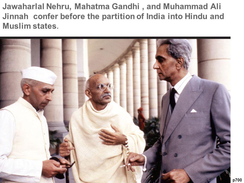 p700 Jawaharlal Nehru, Mahatma Gandhi, and Muhammad Ali Jinnah confer before the partition of India into Hindu and Muslim states.