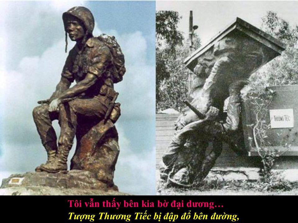 Khóc người yêu tử trận nơi chiến trường, Riêng một đời lẻ bóng dưới mưa tuôn !