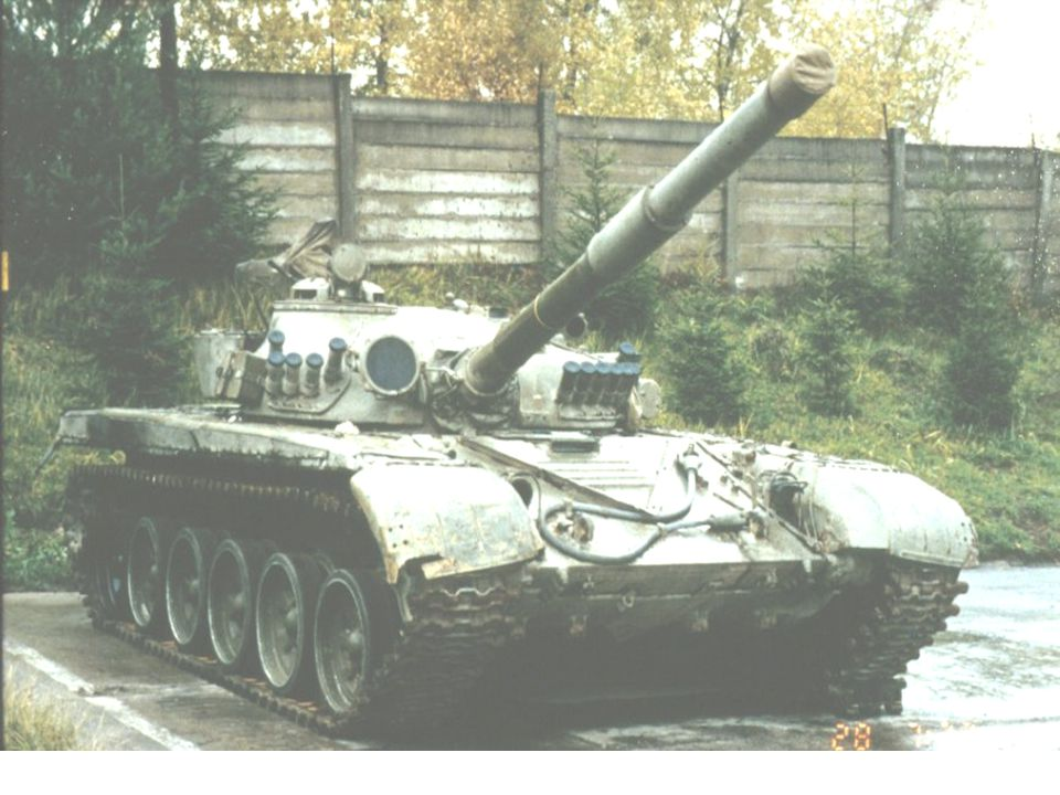 Reconnaissance and Surveillance Leader Course T-80B SIX SMALL ROAD WHEELS SPACED IN PAIRS ON SUPPORTED TRACK HULL HAS T-72 APPEARANCE WITH DRIVER FRONT CENTER DRIVER HAS THREE VISION PORTS EXHAUST IS RECTANGULAR GRILL CENTER REAR EXTERNAL FUEL MOUNTS HIGH AND SEPARATE LARGE SNORKEL TUBE ON TURRET REAR LARGE RECTANGULAR GUNNER SIGHT HIGH AND LEFT ON TURRET IR SEARCH LIGHT LOW AND RIGHT OF MAIN GUN 125mm MAIN GUN WITH BORE EVACUATOR 1/3 FROM END OF BARREL
