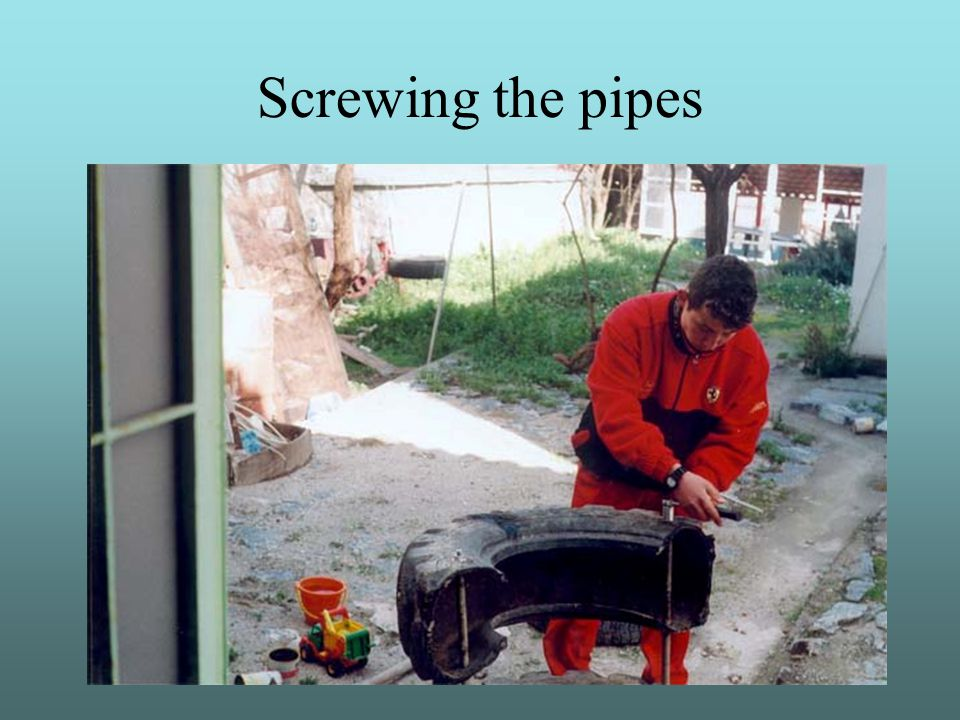 Screwing the pipes
