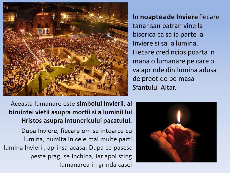 In noaptea de Inviere fiecare tanar sau batran vine la biserica ca sa ia parte la Inviere si sa ia lumina.