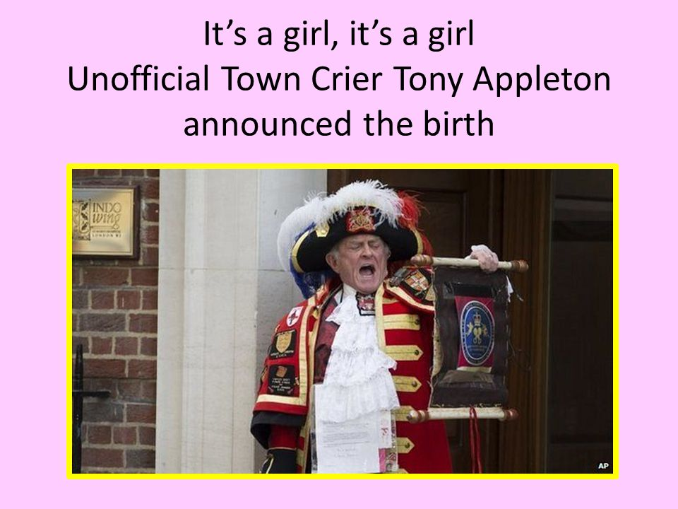 Traditional easel is placed outside Buckingham Palace to announce the birth of Royal baby girl