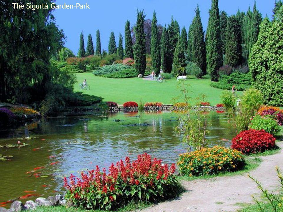Colonnaded Garden