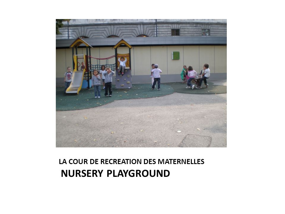 LA COUR DE RECREATION DES MATERNELLES NURSERY PLAYGROUND