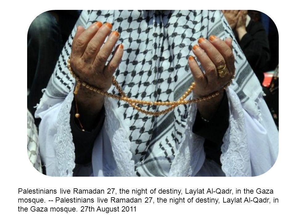 Palestinians live Ramadan 27, the night of destiny, Laylat Al-Qadr, in the Gaza mosque.